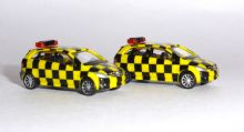 2 x Scenix Mercedes-Benz Airport Follow Me Van Car Models Scale 1:200 556880 E
